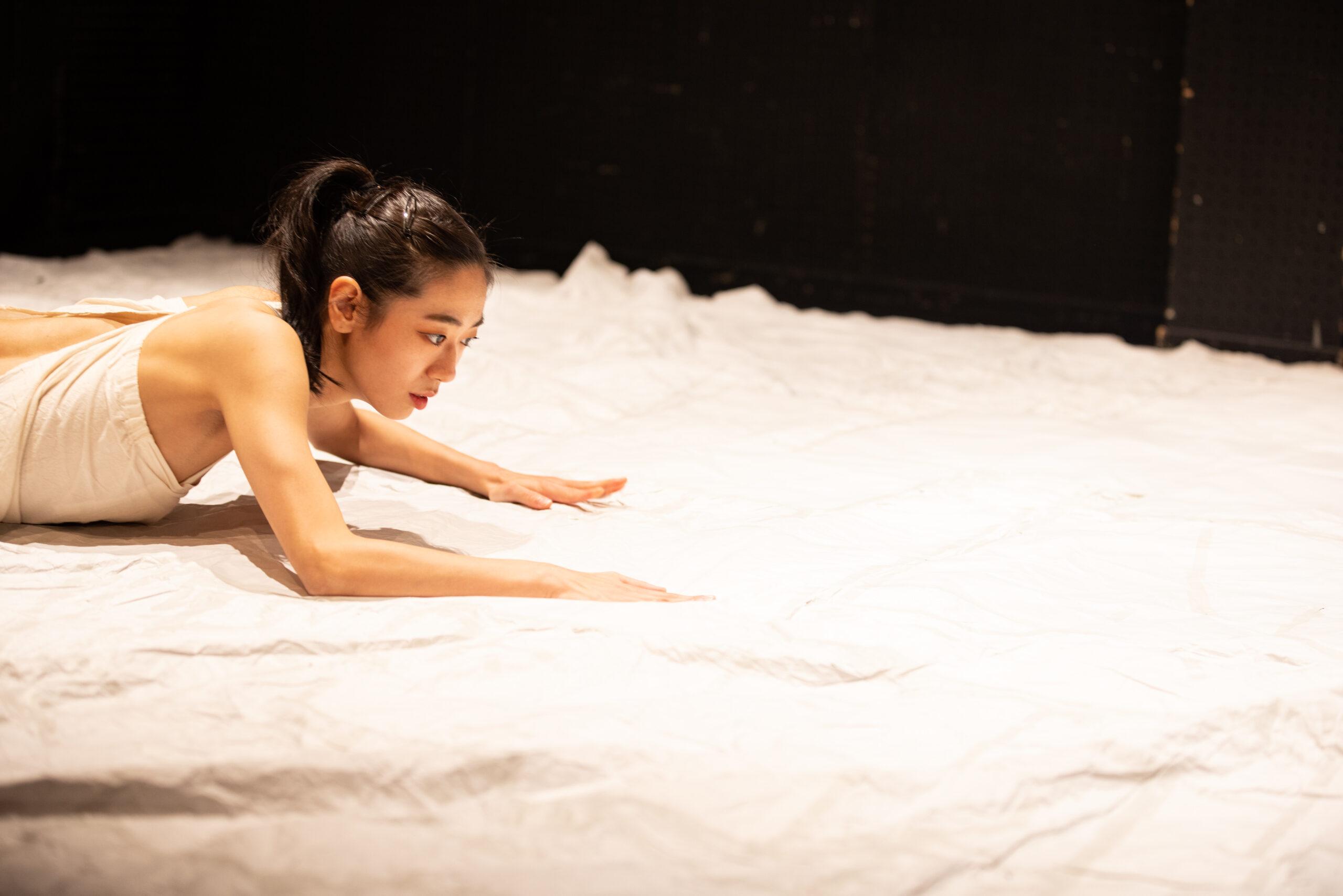 news | 斉藤綾子さんのウェブサイトに『書くとか歩くとか』の舞台写真を掲載していただいています。